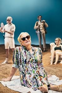 Ghita Lehrmann på stranden (foto: Emilia Therese).